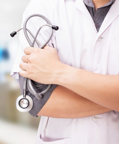 600 px doctor-with-stethoscope-hands-hospital-background_1423-1